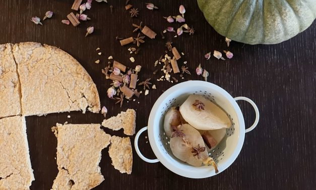 Crumble s kruškama i najfinijom kremom od vanilije